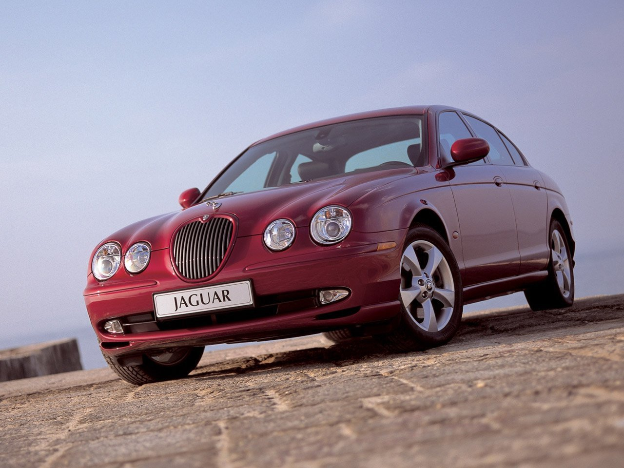 Автомобиль Jaguar S-Type