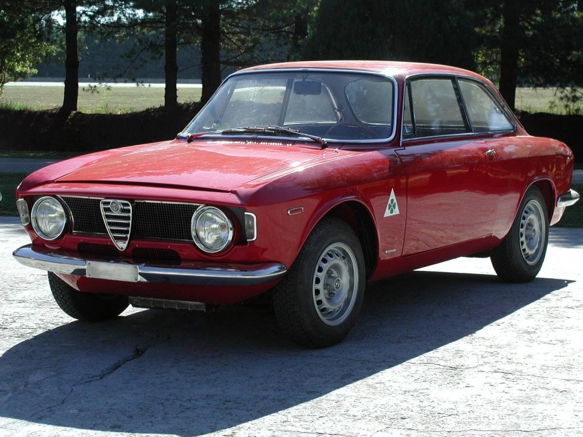 Автомобиль Alfa Romeo GTA Coupe