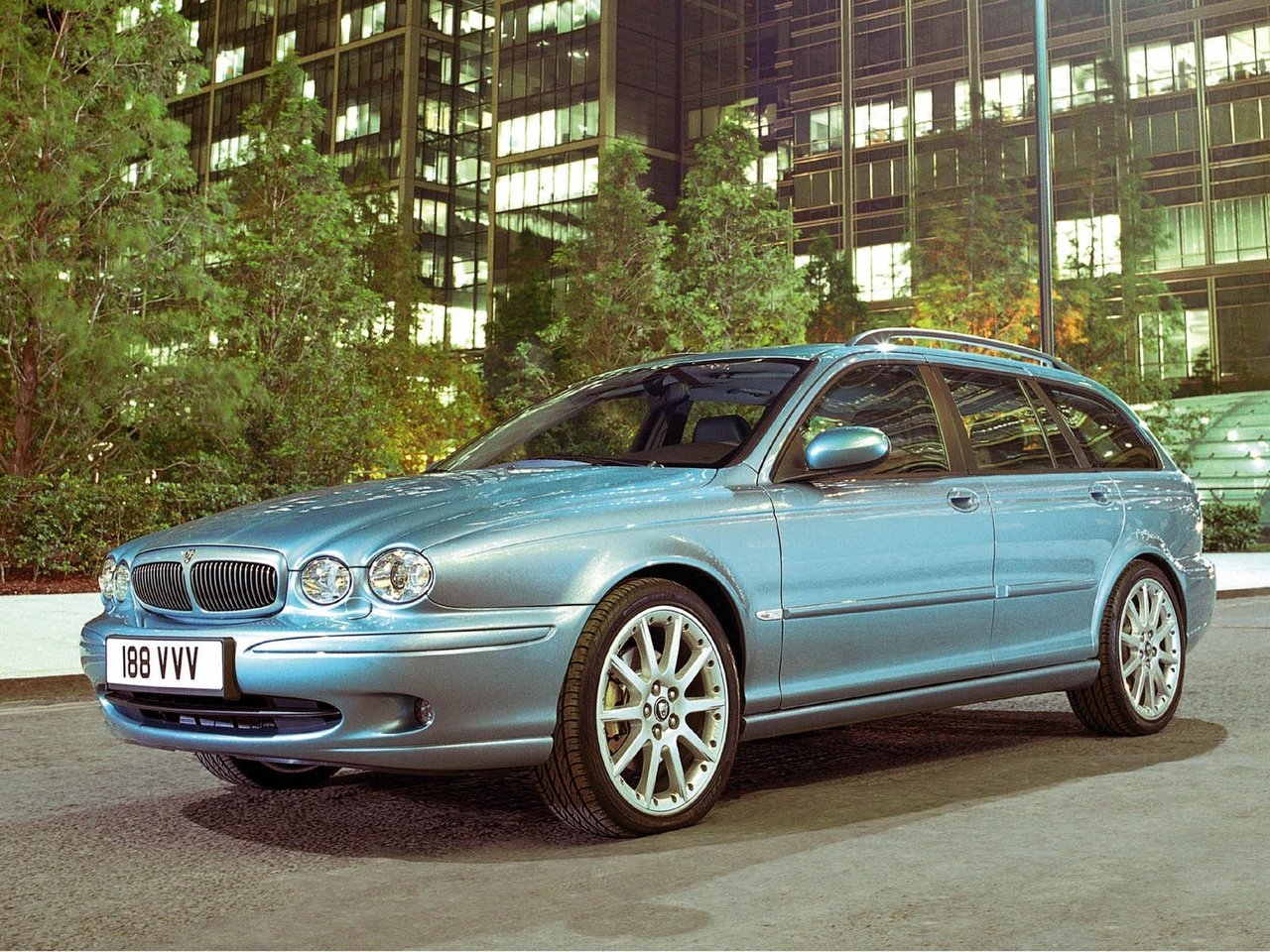 Автомобиль Jaguar X-Type