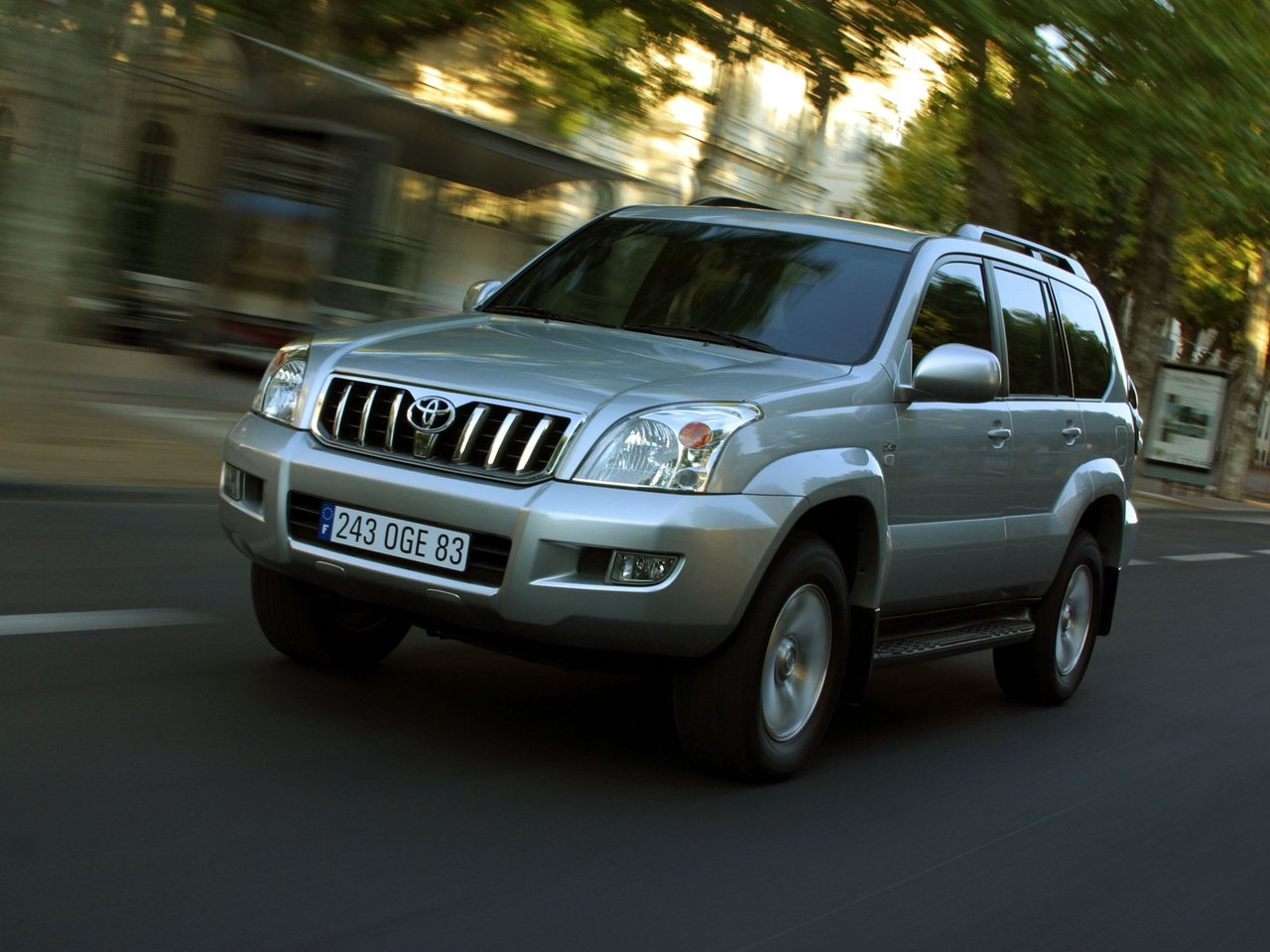 Автомобиль Toyota Land Cruiser Prado