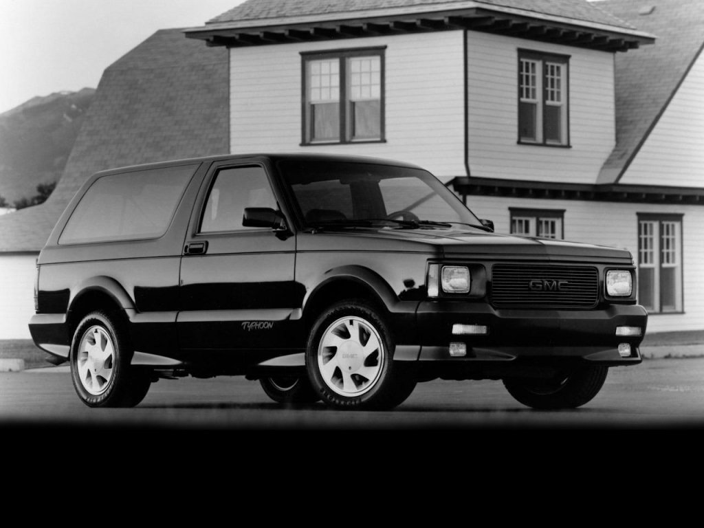 Автомобиль GMC Typhoon