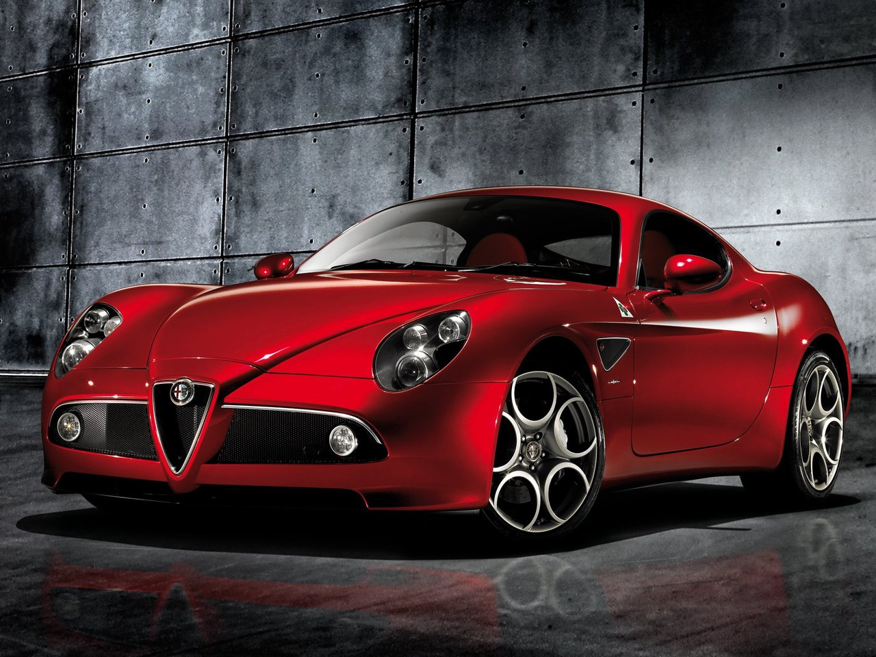 alfa romeo The alfa romeo story is one of both greatness and mediocrity though well known to americans decades ago for its sporty and stylish cars, declining sales eventually led the company to stop.