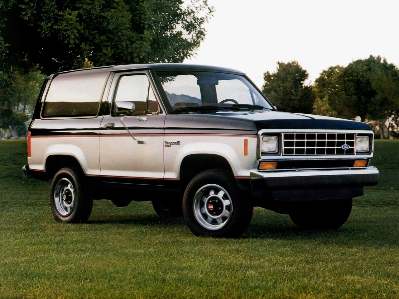 Автомобиль Ford Bronco II