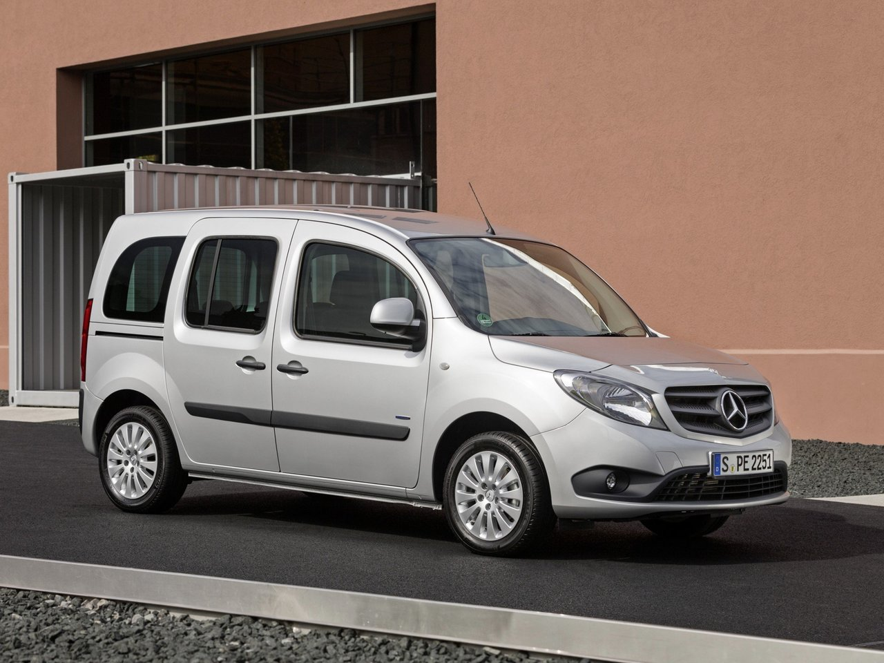 Автомобиль Mercedes-Benz Citan