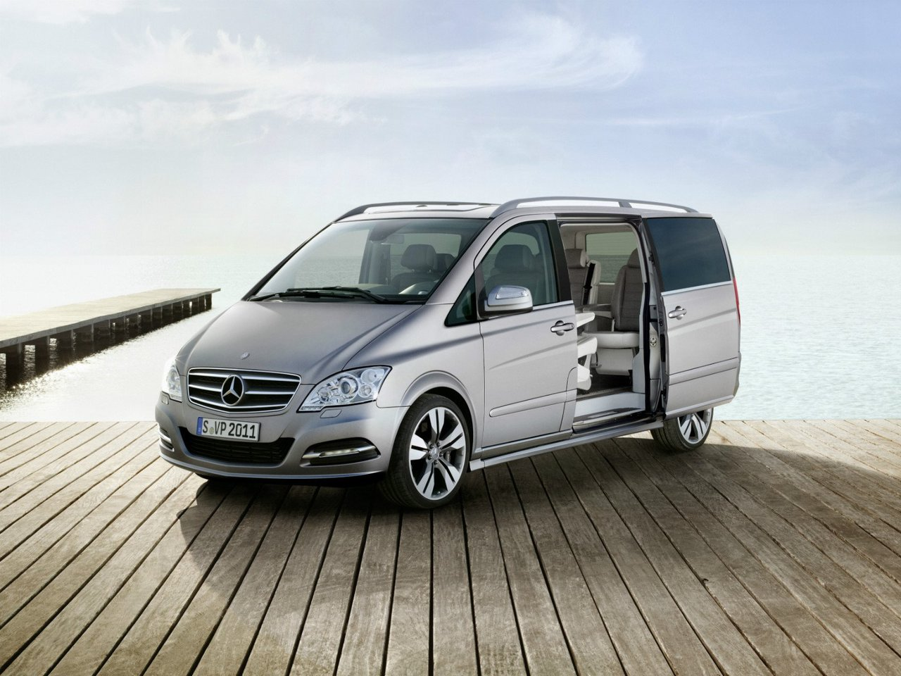 Автомобиль Mercedes-Benz Viano