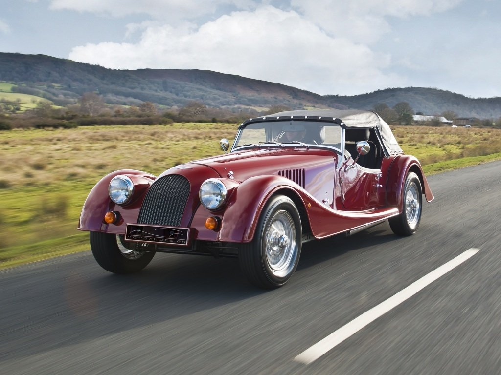 Автомобиль Morgan Plus 4
