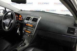 Toyota Avensis, Седан 2010