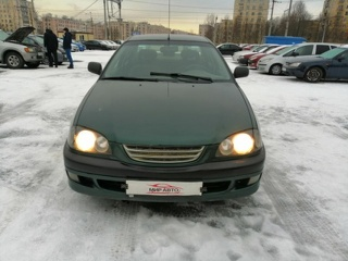 Toyota Avensis, Седан 1999